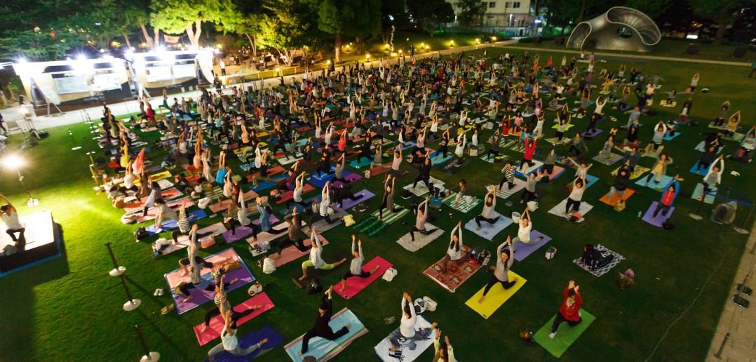 東京ミッドタウン リラックスパーク Tokyo Midtown Relax park yoga (article by amuzen)