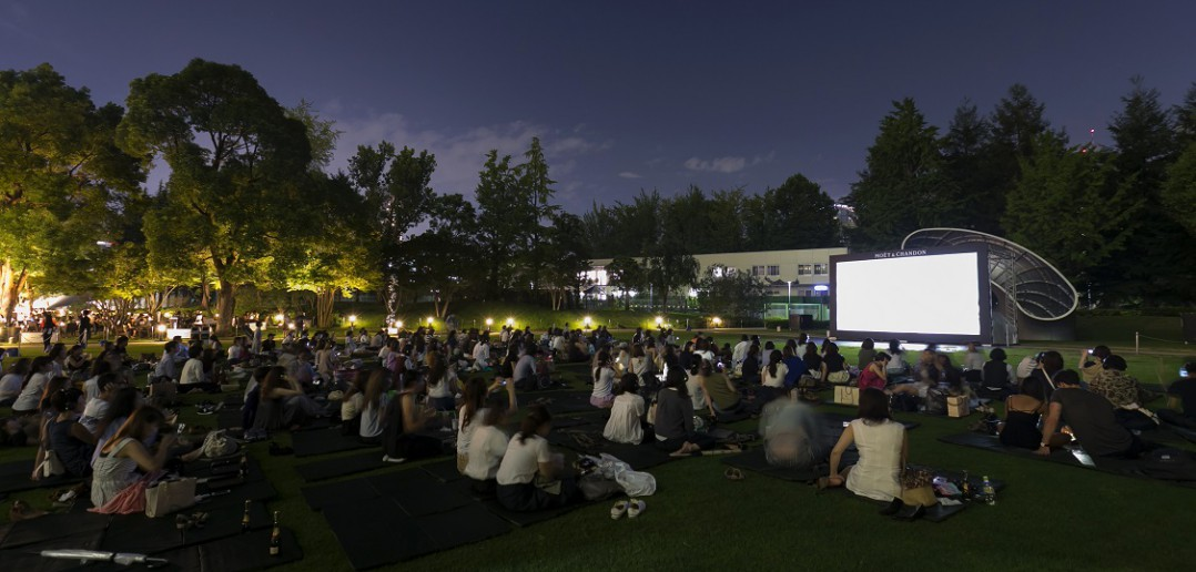 モエ ミッドパーク シネマ 六本木で夜空の無料シネマ (amuzen article)